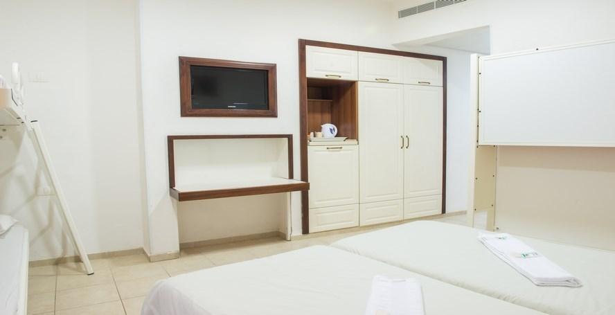HI Pkiin - Family room