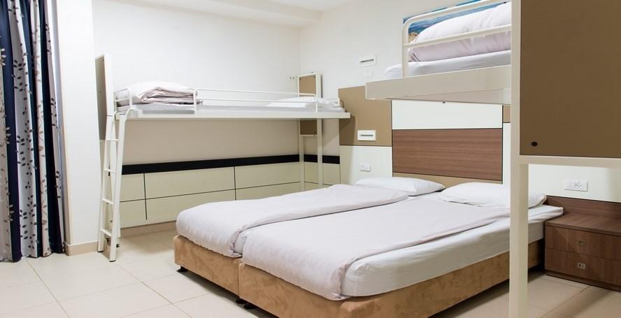 HI Poria - Family room